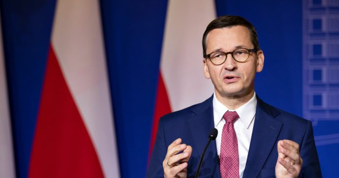 """Polonia, la protesta dei media contro la nuova tassa sulla pubblicità: """"Il potere ha dichiarato guerra alla libera opinione"""""""