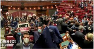 """Montecitorio, la protesta di Lega e Fdi contro Conte: """"Misure presentate in tv invece che in Parlamento, vergogna"""". Tensione in Aula"""