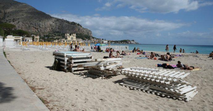 Procedura Ue contro l'Italia sulle concessioni balneari. E arriva anche la messa in mora sull'abuso del precariato nel settore pubblico