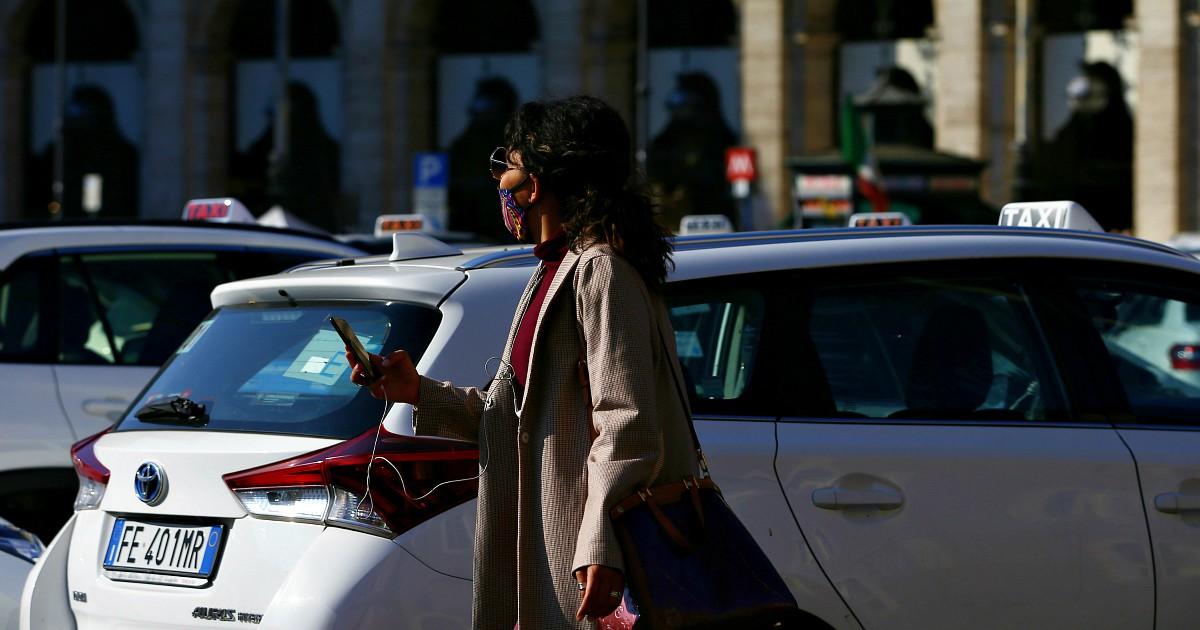 Lazio, la Regione dà buoni per il taxi ai professori contro gli assembramenti sui mezzi pubblici