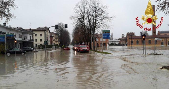 Maltempo, mezza Italia in allerta rossa: esondazioni in Veneto e in Emilia Romagna. Interrotta la linea del Brennero, chiuso il valico