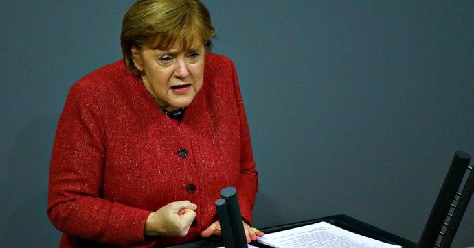 """Germania, record di morti: 590 in un giorno. E Merkel fa un appello per la stretta a Natale: """"Questi decessi sono un prezzo inaccettabile"""""""