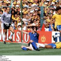 ©DPA/LAPRESSE05-07-1982 BARCELLONASPORT CALCIOMONDIALI DI CALCIO IN SPAGNAPARTITA ITALIA BRASILE 3:2NELLA FOTO: FALLO SU PAOLO ROSSI