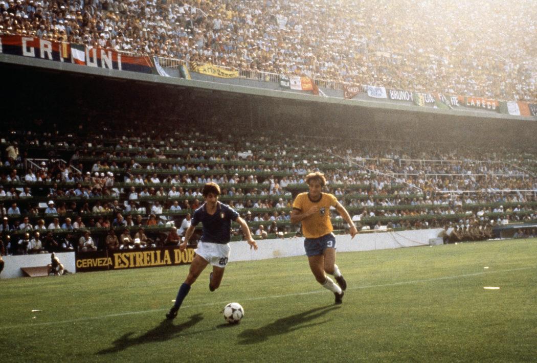 © LaPresse Archivio storico Barcellona 05-07-1982 Sport Calcio Paolo Rossi Nella foto: il calciatore della nazionale italiana Paolo Rossi durante la partita del mondiale contro il Brasile