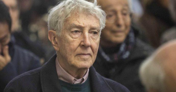 """Corrado Augias: """"In memoria di Giulio Regeni, restituisco la Legion d'onore alla Francia"""""""