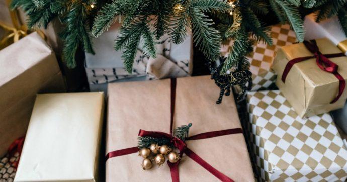 Regali di Natale sostenibili: entrare in un Gas o piantare un albero, la guida ai doni alternativi