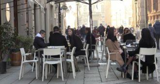 La zona gialla, a Torino, torna nei bar del centro.  Folla il primo giorno di semi regolari settimane dopo aver mangiato