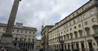 Stretta anti-varianti, il governo rinvia al Consiglio dei ministri di venerdì. Le Regioni anticipano, chiusure in Campania e Puglia