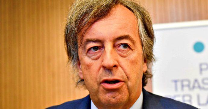"""Vaccino Covid Moderna, Roberto Burioni: """"Dai dati preliminari pare che impedisca la trasmissione del virus"""""""