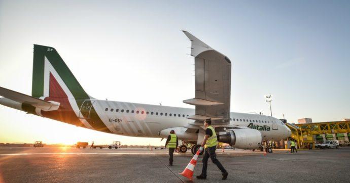 Nuova Alitalia: dipendenti dimezzati, 52 aerei, attenzione ai conti e un partner il prima possibile. Sindacati in rivolta