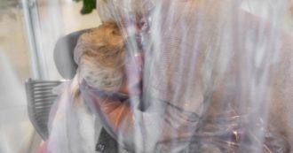 """Il rapporto Amnesty sui """"diritti violati"""" nelle residenze per anziani. """"Chiedevamo test in caso di febbre ma non ci rispondevano mai"""""""