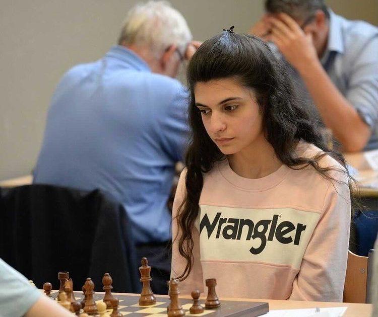 Gli scacchi sono diventati un gioco da ragazze. E la campionessa europea ha solo 21 anni