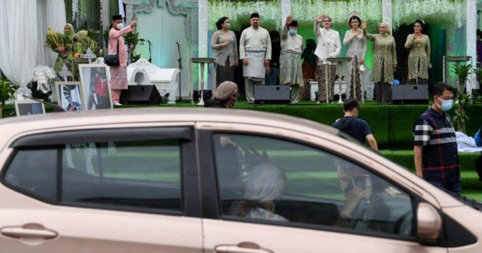 Malesia, matrimonio drive-thru per aggirare divieti anti-Covid: 10 mila invitati