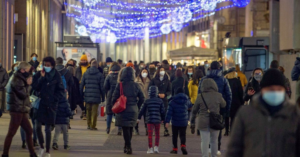 """Mense e shopping, le due Italie: basta poco e finisci con i poveri"""