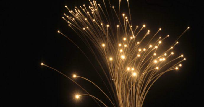 La fibra ottica corre veloce verso il futuro: stabilito il nuovo record a 319 terabit al secondo