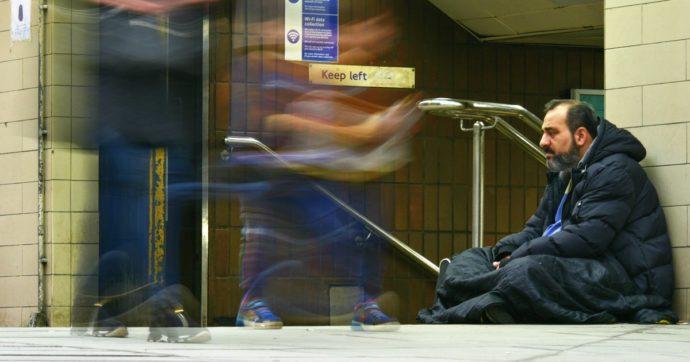 """A Londra è emergenza senzatetto: nel 2020 sono diventati 10mila. Sindaco Khan: """"Inverno ancora più rischioso a causa del Covid"""""""