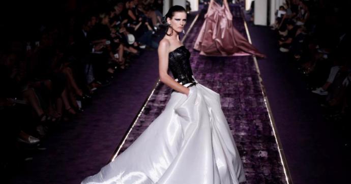È morta Stella Tennant, lutto nella moda. Top model degli anni '90, volto di Chanel e musa degli stilisti, da Lagerfeld a Versace