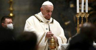 """Natale, Papa Francesco: """"Ogni scartato è figlio di Dio. Non piangiamoci addosso, aiutiamo chi soffre"""""""