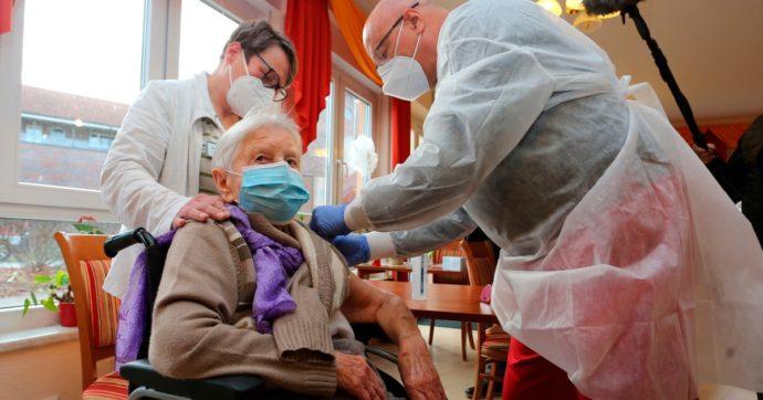 Germania, la prima vaccinata è una donna di 101 anni. Il 27 dicembre il via ufficiale