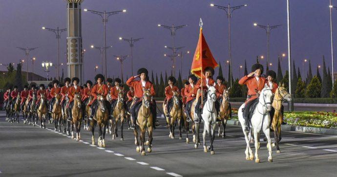 """L'antidoto al Covid? """"E' la liquirizia"""". Parola del presidente del Turkmenistan"""