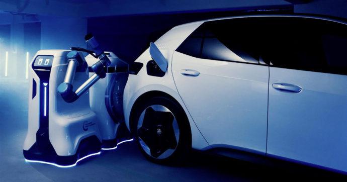 Volkswagen, ecco il robot mobile che ricarica le auto elettriche – VIDEO