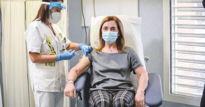 """Vaccini, oltre 555mila le dosi somministrate. Conte: """"Siamo primi nell'Unione Europea"""""""