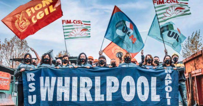 I lavoratori Whirlpool Napoli ad aprile saranno licenziati. Presentato il loro calendario 2021: i proventi a un fondo per aiutarli