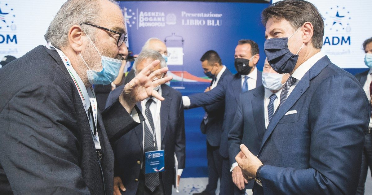 Conte riscrive il Recovery ma prepara la sfida a Renzi