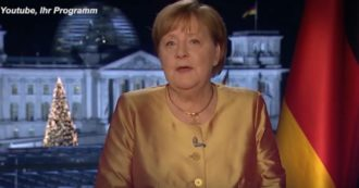 """Angela Merkel commossa nel suo ultimo discorso alla nazione da Cancelliera: """"Non mi candiderò più. Mai un anno così difficile"""""""