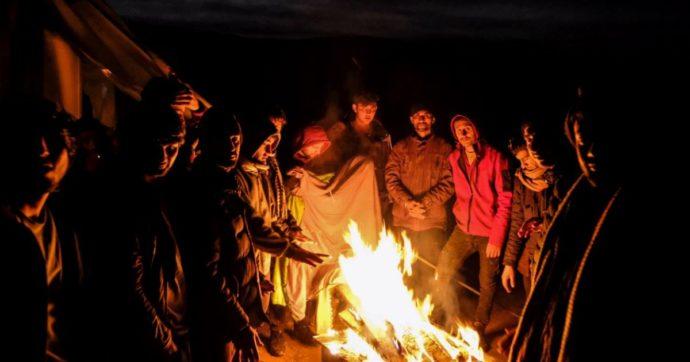 """Migranti, 3mila bloccati in Bosnia al gelo. Unhcr: """"A rischio vite umane"""". Di Maio: """"Ue si attivi, corridoi umanitari o redistribuzione"""""""