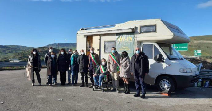 Sicilia, la legge sulle zone franche montane è ferma da un anno: presidio a oltranza (e a turno) di 133 sindaci in camper