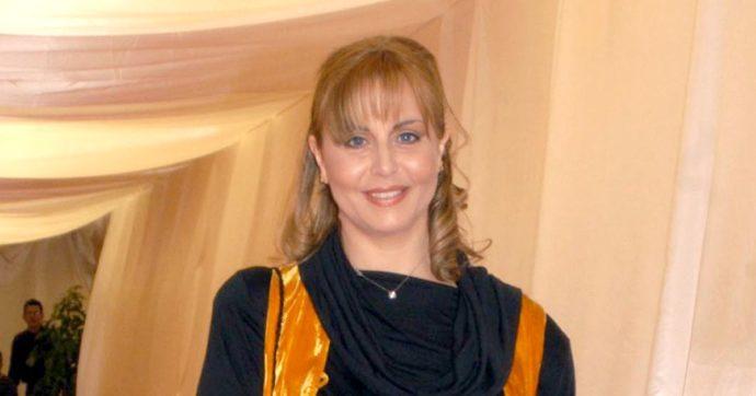 """Morto a 54 anni il marito di Alessandra Casella, l'annuncio su Twitter: """"Era l'amore della mia vita"""""""