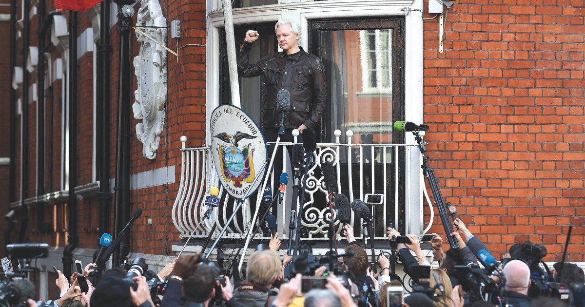 """Wikileaks, il direttore al Fatto: """"Se estradano Assange negli Usa sarà la morte della libertà di stampa"""""""