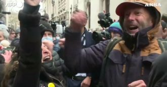 London, Julian Assange's extradition blocked: Crowd cheers outside court - Video
