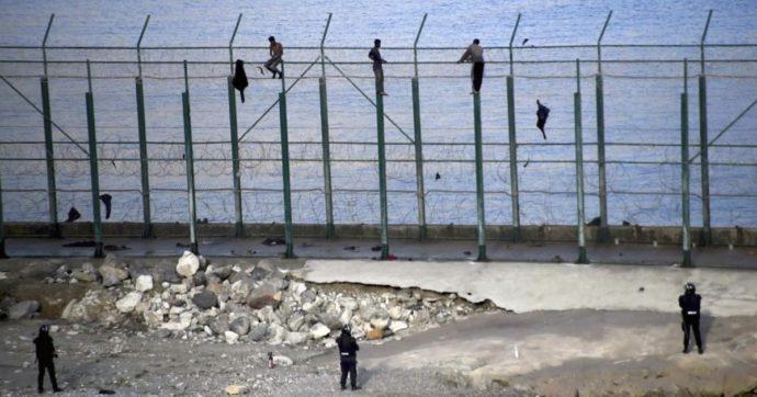 Spagna, intrappolati a Ceuta senza lavoro né famiglia: il paradosso dei migranti che rischiano la vita per tornare a casa
