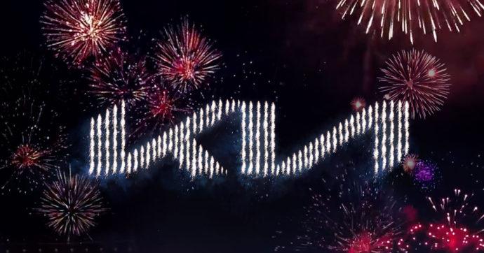 Kia, oltre 300 droni disegnano il nuovo logo nel cielo di Incheon – VIDEO