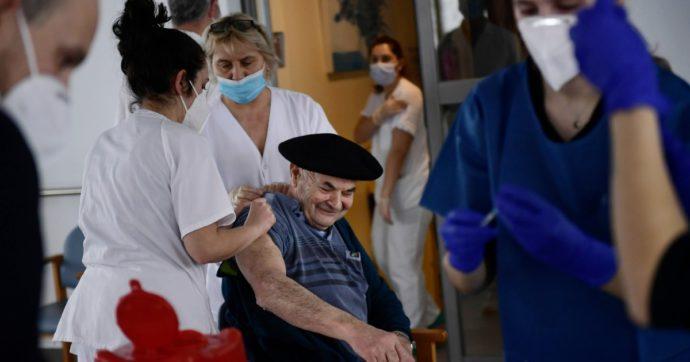 Coronavirus, Spagna già nella terza ondata: scuole aperte e balzo in avanti sui vaccini. A Madrid somministrate solo il 5% delle dosi