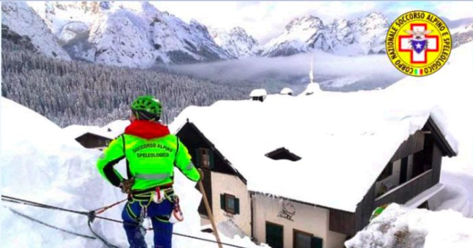 Udine, tetto si inclina per il peso della neve e minaccia i vetri dell'asilo nido a Tarviso. Pericolo scampato, stop all'evacuazione