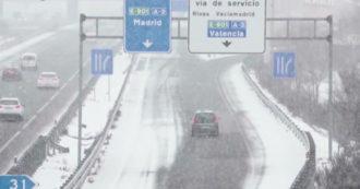 Tempesta di neve sulla Spagna, quattro morti e migliaia bloccati in auto - Video