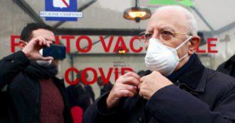 """De Luca: """"In Campania oggi finiamo le dosi di vaccino"""". E accusa: """"Distribuzione non equa delle fiale"""". Arcuri: """"Domani arrivano le altre"""""""