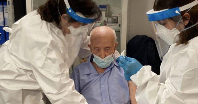"""Nonno Basilio vaccinato a 103 anni e attaccato dagli haters: """"Dose sprecata"""". Lui, ex internato in un lager, risponde"""