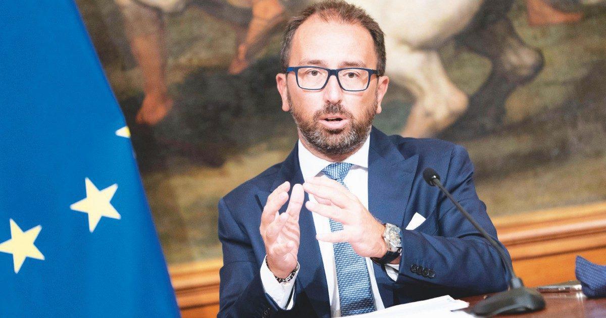 """Bonafede: """"Conte non si tocca, senza di lui c'è il voto. Crisi è da marziani"""""""