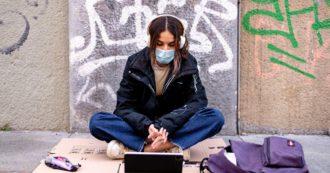 """Stressati e pessimisti per il futuro: il 33% degli studenti vorrebbe un supporto psicologico. """"Le lezioni online hanno eliminato la socialità"""""""