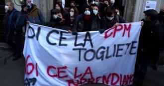 """Milano, termina tra gli applausi l'occupazione del liceo Manzoni contro la dad: """"Chiesti protocolli chiari, dimostrato che pretendiamo istruzione"""""""