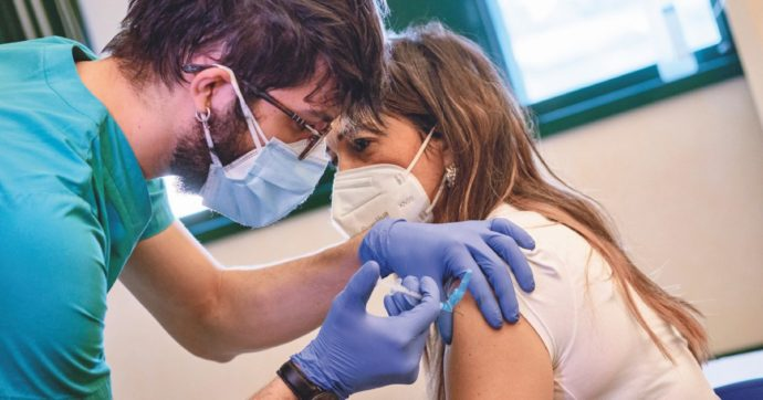 Vaccini Covid, ci vuole pragmatismo: non ci si può limitare a procedure perfette