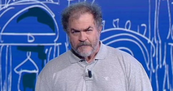 """Andrea Pennacchi, il """"Pojana"""" di Propaganda Live ricoverato per Covid: """"Sono attaccato a una macchina ma respiro"""""""