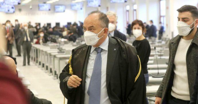 """""""La Regione Calabria ha comprato mascherine senza gara da un'impresa legata alla 'ndrangheta"""": le carte dell'inchiesta di Gratteri"""