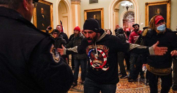 """Parenti e amici denunciano sui social (e all'Fbi) gli assalitori di Capitol Hill: """"Ciao zio, visto che ora sei un terrorista ti ho segnalato"""""""