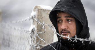 """Bosnia: l'inferno di migliaia di migranti bloccati al gelo, senza acqua potabile né bagni. """"Questa gente rischia di morire per strada"""""""