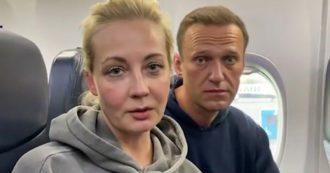 """Navalny lascia la Germania e vola in Russia: """"Non temo l'arresto"""". Fermati all'aeroporto di Mosca i colleghi che lo aspettavano"""